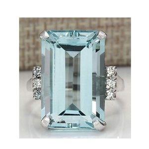 Jewelry - Sz 8 Ring